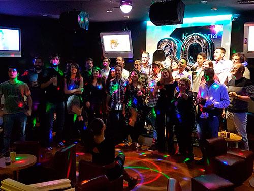 Celebración cumpleaños en Karaoke Katakana