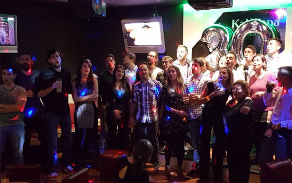 Celebración cumpleaños karaoke