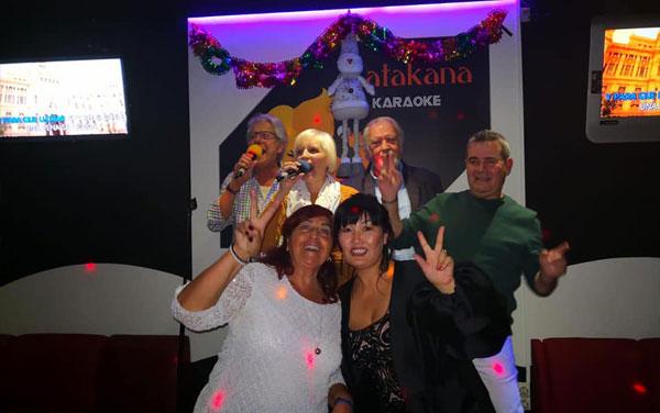 fiesta privada en karaoke
